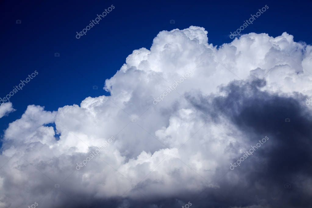 natural cumulus clouds backgroud with towering cumulus