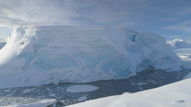 Antarktis tabellarischen Eisbergs Luftbild Drohne Ansicht