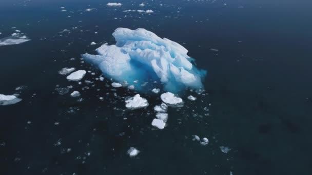 majestätische Antarktis Eisberg Bewegung Luftaufnahme