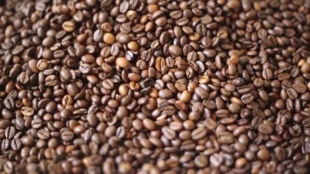 Barna pörkölt kávébab keveréke Arabica és robusta