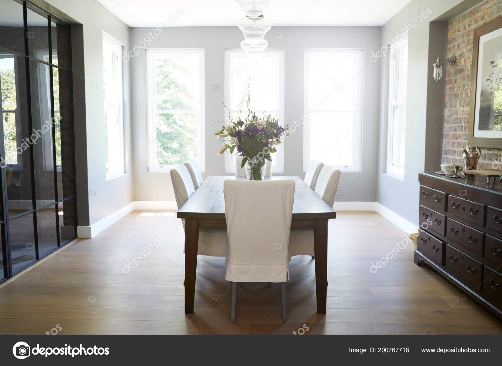 Moderno Mobiliario Comedor Interno — Fotos de Stock © monkeybusiness ...