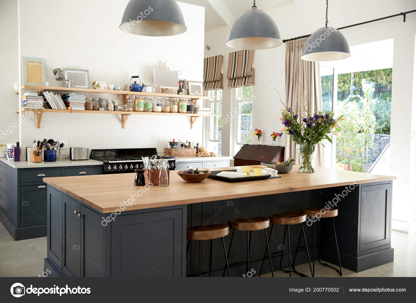 Amplia Cocina Familiar Casa Conversion Periodo Foto De Stock - Cocina-familiar
