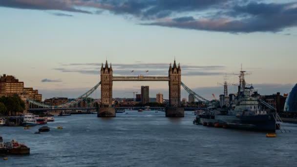 časová prodleva z Tower Bridge při západu slunce, Londýn, Velká Británie