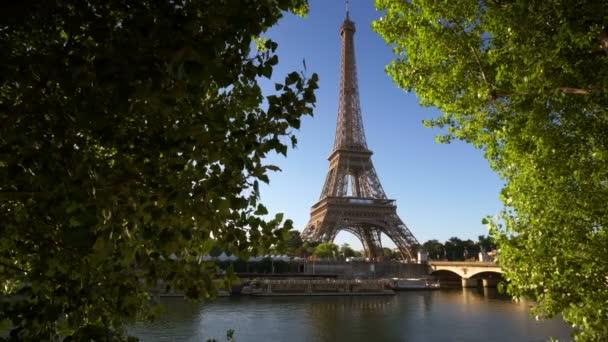 Nevody v Paříži s Eiffelova věž, Francie