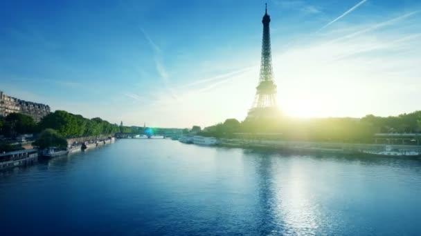 Hyper zanikla Eiffel tower, Paříž. Francie