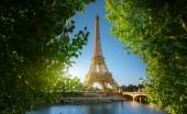 Fotografie nevody s Eiffelova věž v Paříži