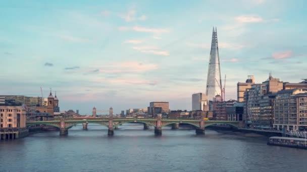 Hyper megszűnik a naplemente, London Skyline a Millennium Bridge, uk