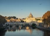 Tiber a bazilika sv. Petra ve Vatikánu, čas východu slunce
