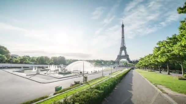 hyperztráta, východ slunce Eiiffelovy věže. Paříž, Francie