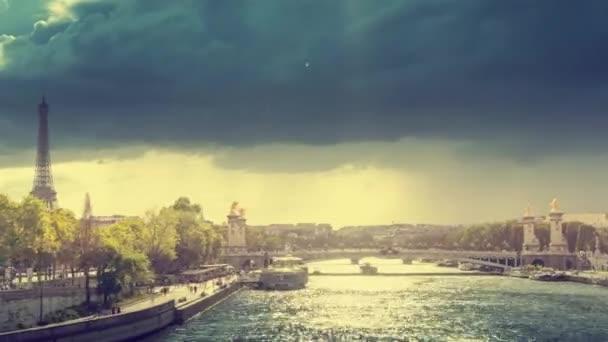a hyperlapse, Alexander III híd és az Eiffel-torony, Párizs, Franciaország