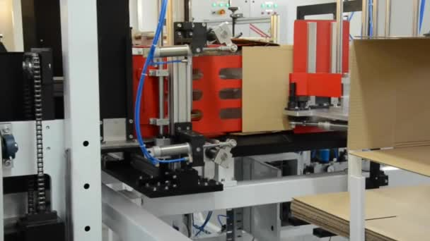 automatic machine packing process in the factory2