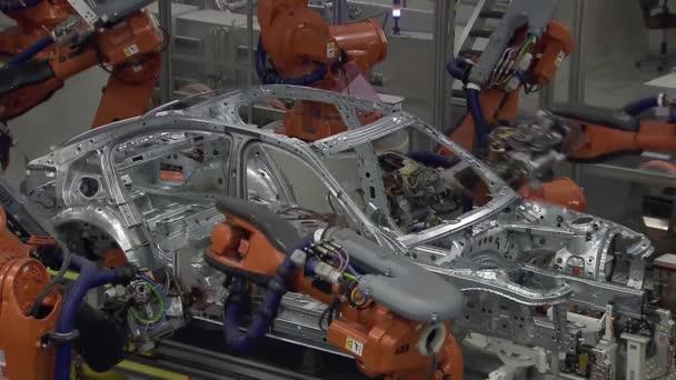 Massenproduktion in der Automobilindustrie. Fließband