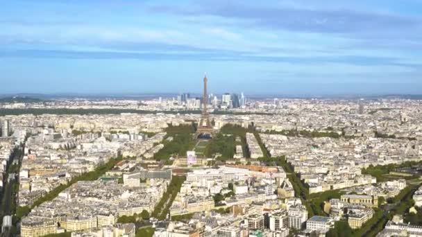 Eiffelova věž a panoráma města Paříže