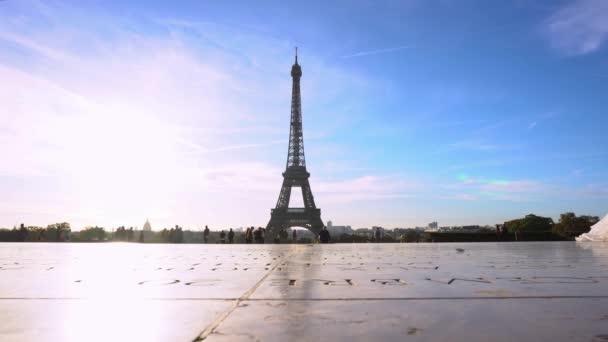 Eiffelova věž a pařížská městská krajina