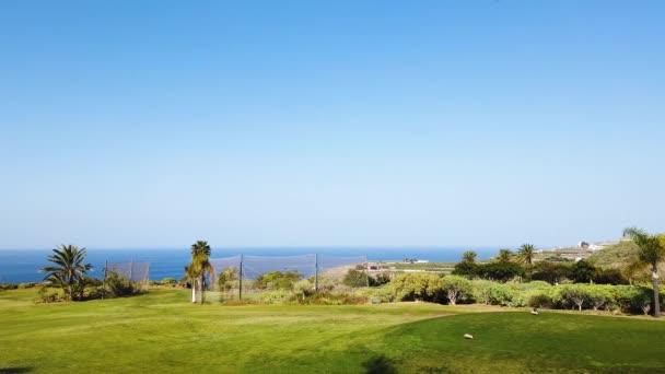 Zelené golfové hřiště
