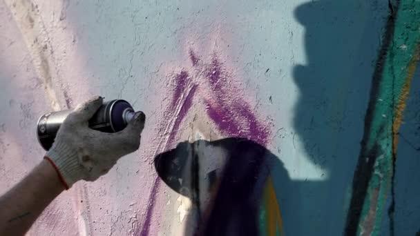 Művészi festészet falakról az utcán. Graffiti.