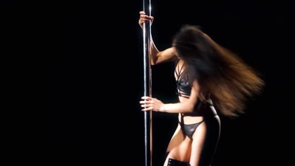 Tänzerin in bdsm Dessous Video im Dunkeln