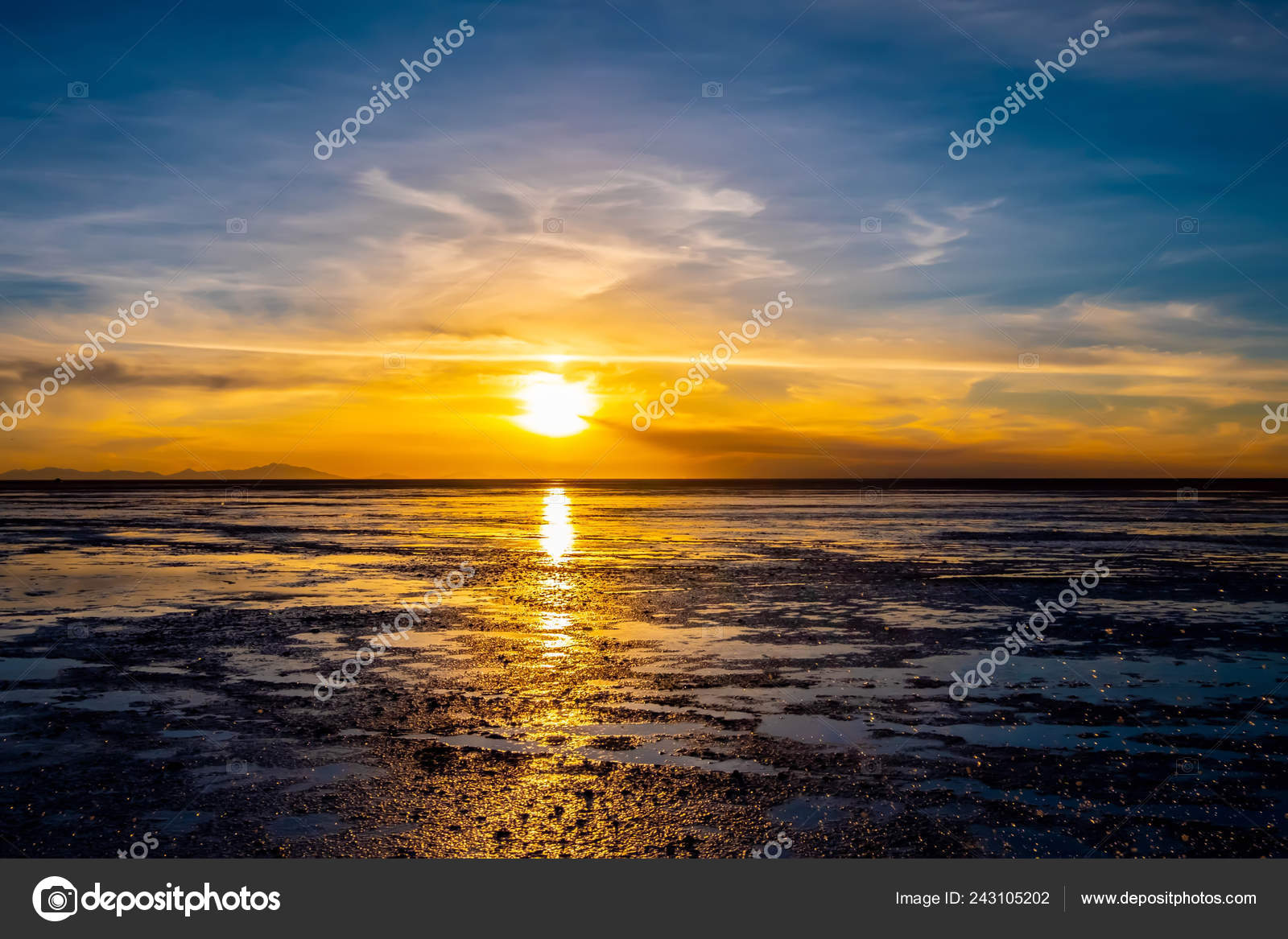 Sunset In Salar De Uyuni In Bolivia Stock Photo C Gekaskr