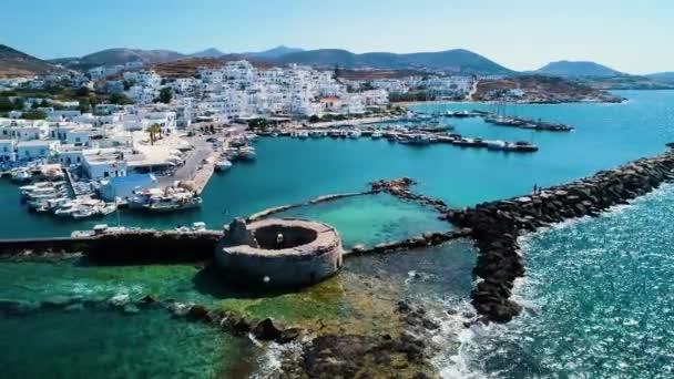 Řecko ostrov s mořem a horami