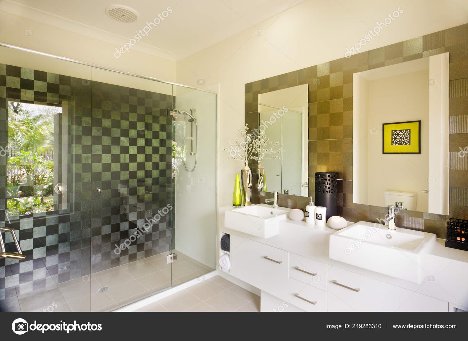 Stijlvolle Moderne Badkamer Met Een Douche Van Glas En