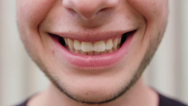 Close-up Mans, usmívající se ústa