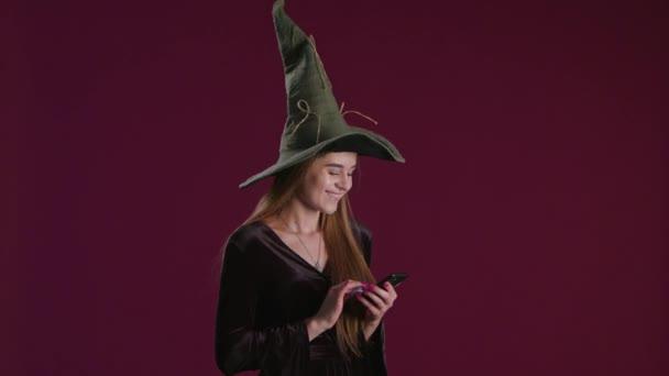 Halloween-Einkaufsgeschenke auf dem Smartphone