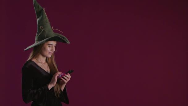 Nákup Halloween dárky na Smartphone