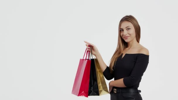 žena držící nákupní tašku