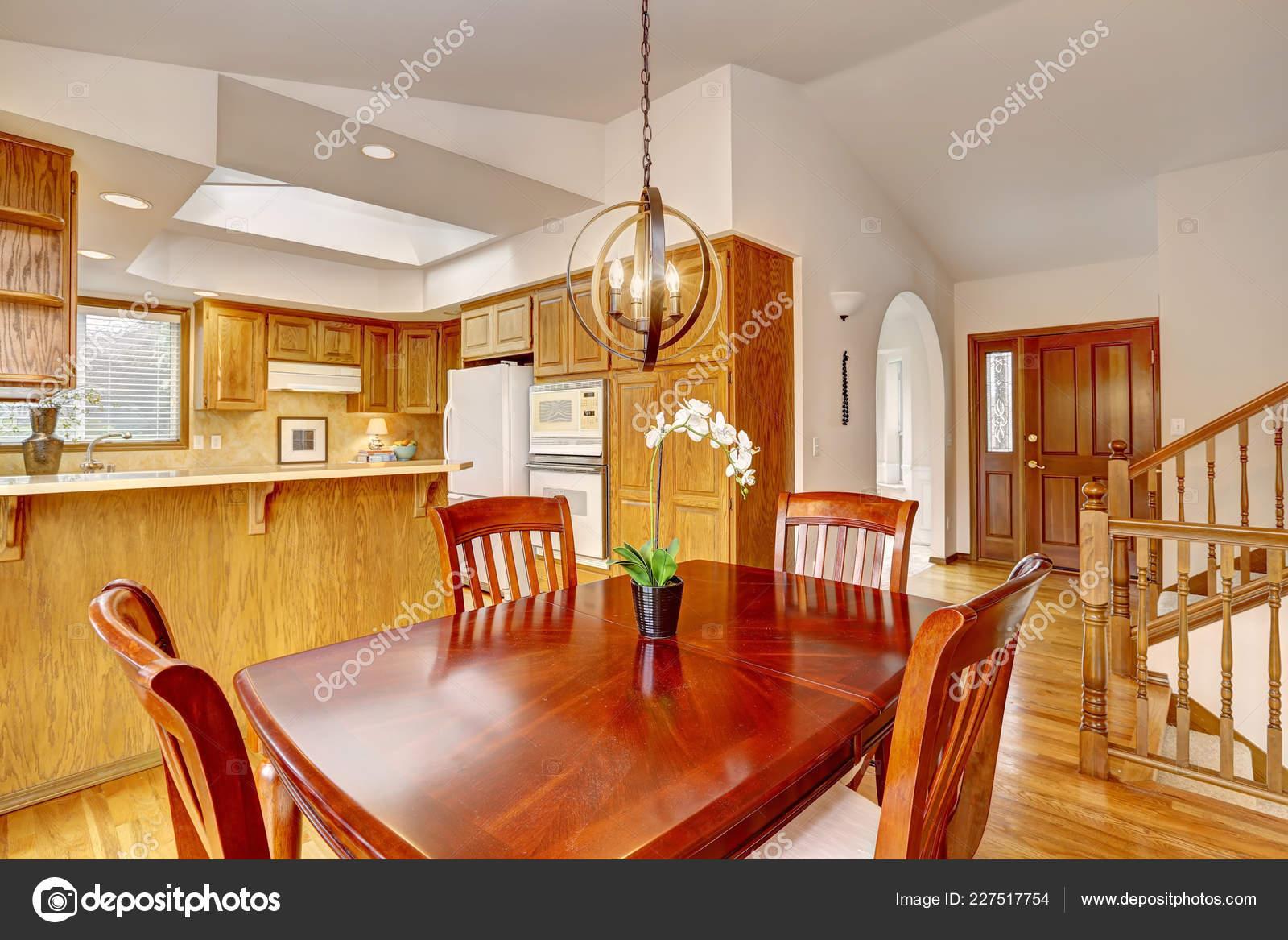 Interior Sala Cocina Casa Americana Con Muebles Comedor ...