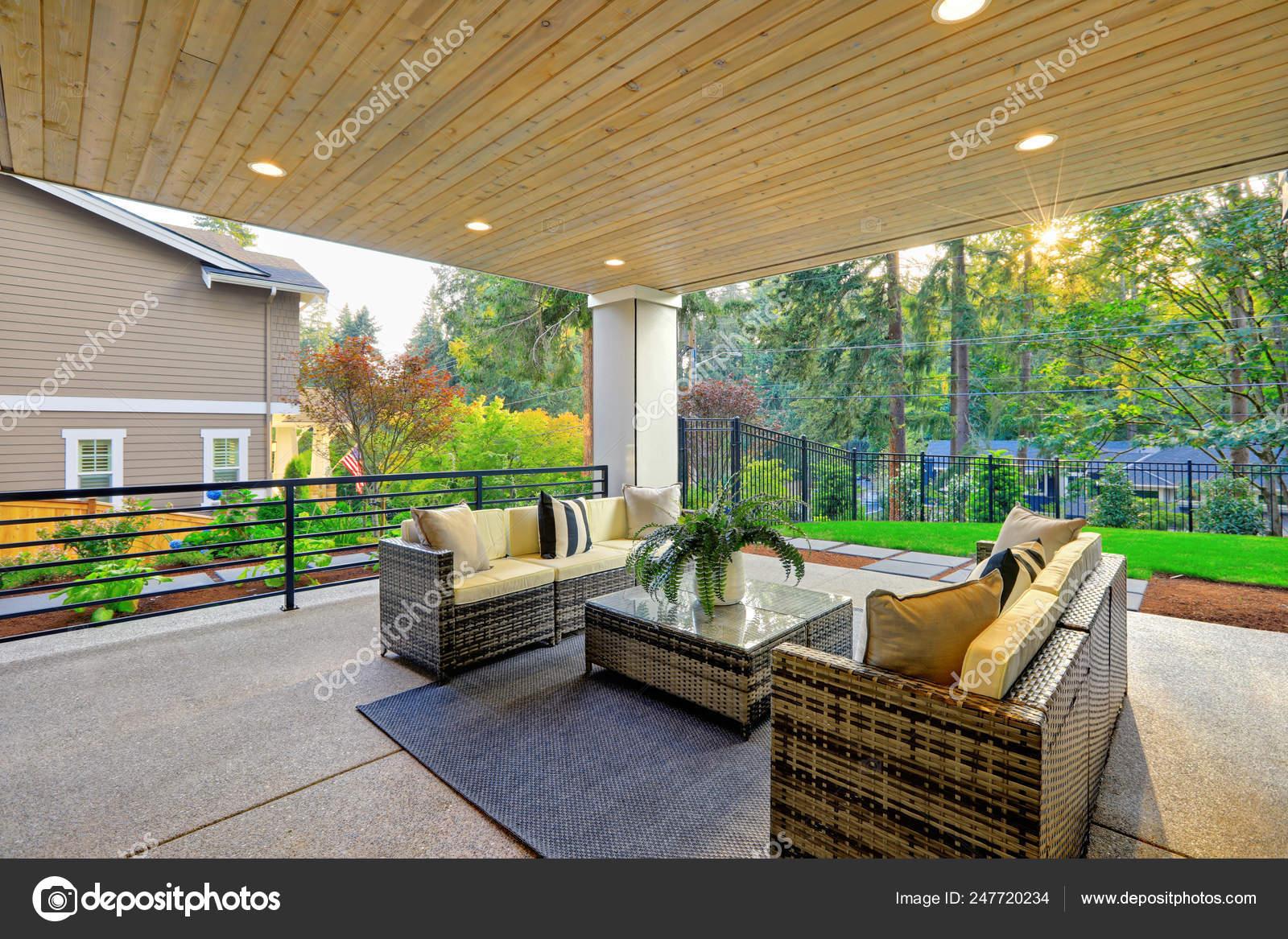 Extérieur Maison Moderne Luxe Avec Terrasse Couverte Avec ...
