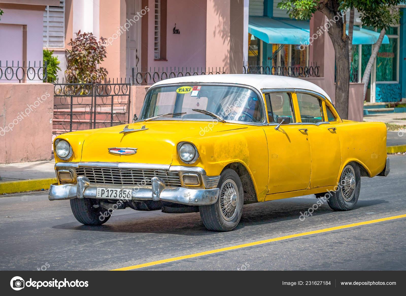Varadero Matanzas Cuba September 2018 Cuban Old Cars Small Yellow