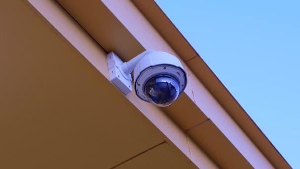 Dome bezpečnostní kamera horní strop mimo Walmart obchod