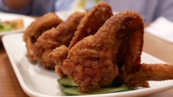 Mozgás a táblán belül étterem csirkeszárny