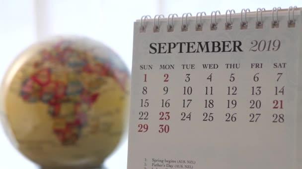 Pohybu září 2019 kalendář s rozostření zemi světa otáčení pozadí