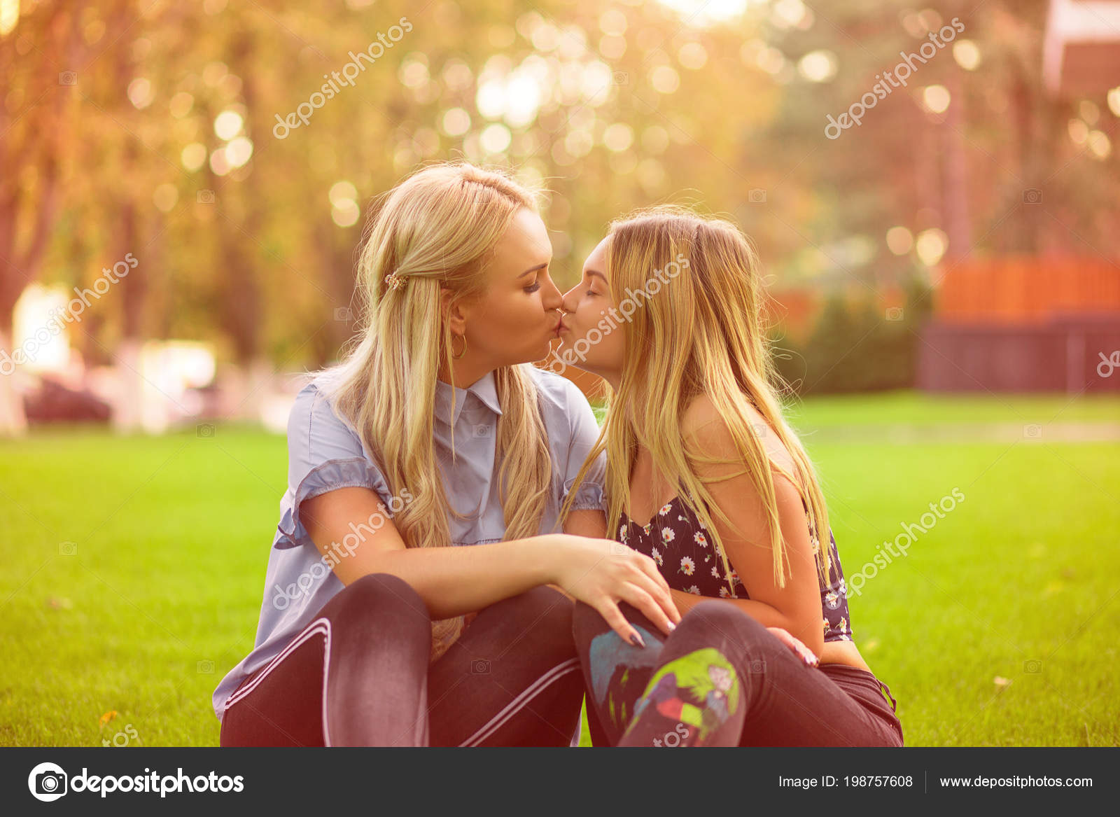 Women teen kissing for that