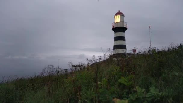 Petropavlovsky világítótorony (1850-ben alapítva) - legrégebbi világítótorony az orosz távol-keleti Kamcsatka, shore Avacha-öböl csendes-óceán, Petropavlovsk-Kamchatskiy város közelében a Cape Mayachny található.