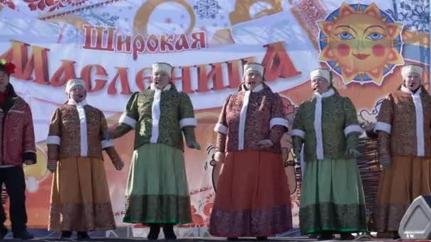 Yelizovo City, Friesdorf, Rusko - 10. března 2019: Veřejný koncert Ensemble ruských lidových písní Gorlitsa. Maslenica - náboženské, lidový svátek, oslavil minulý týden před velkým postní.