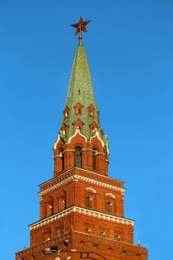Photo beautiful ancient tower of the Kremlin with a star