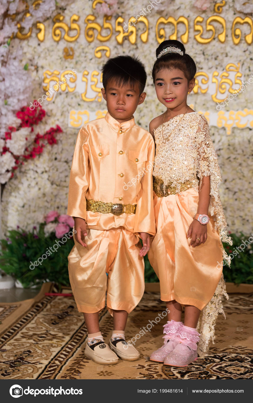 photo: cambodian wedding outfit | small khmer kids posing