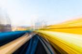 Velocità di movimento in traforo della strada autostrada urbana