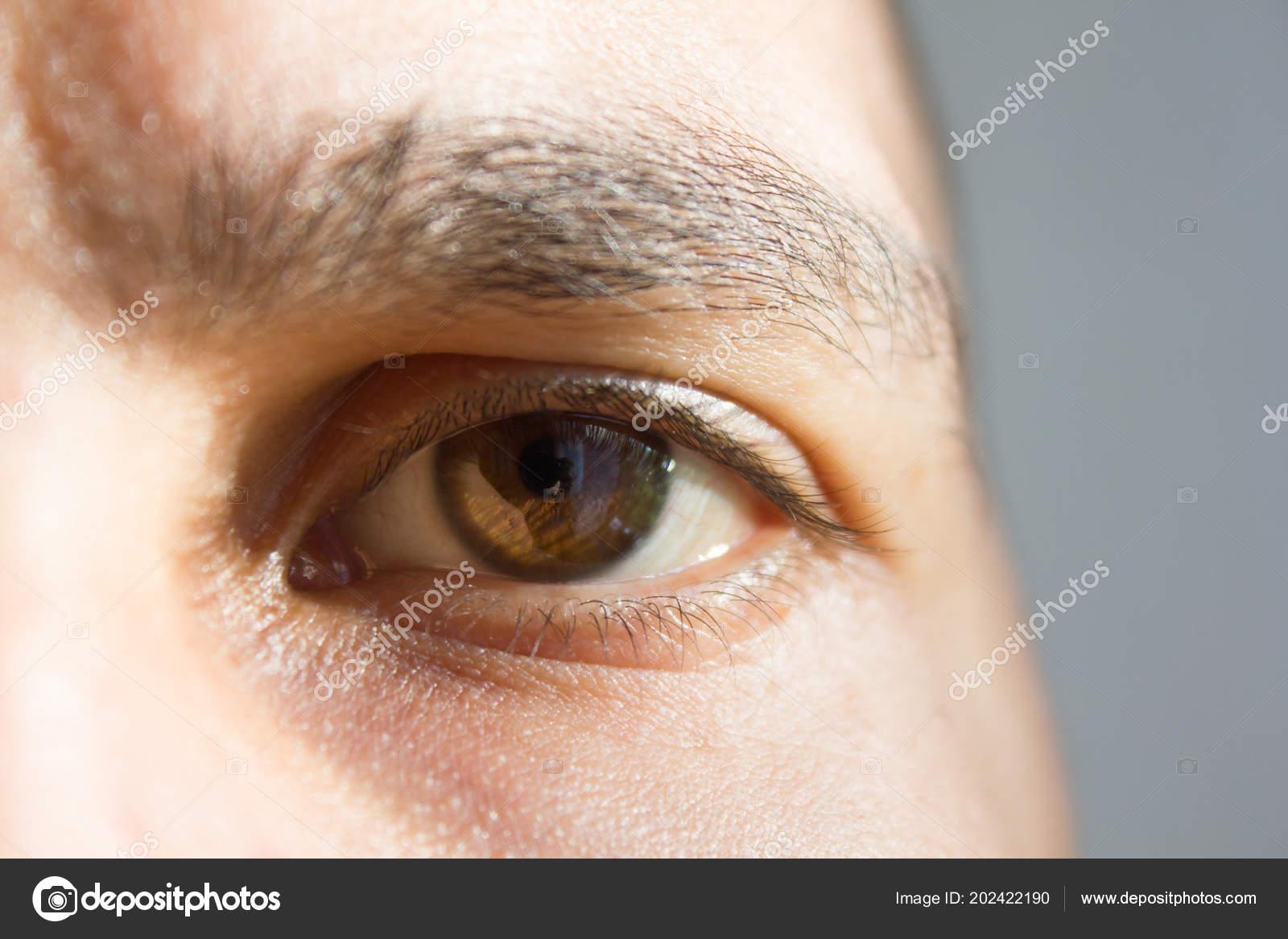 фото парней глаза