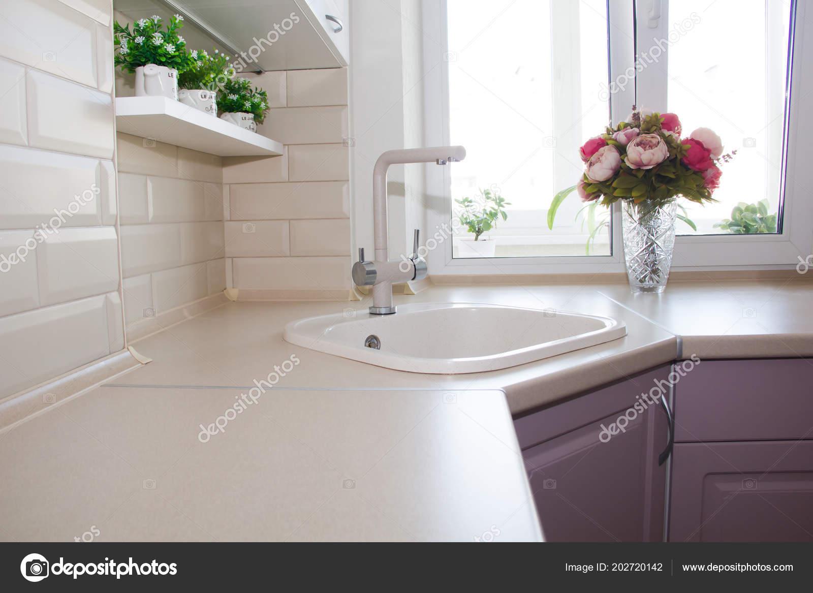 Lavabo Ceramica Costruito Cucina — Foto Stock © alenka2194 #202720142