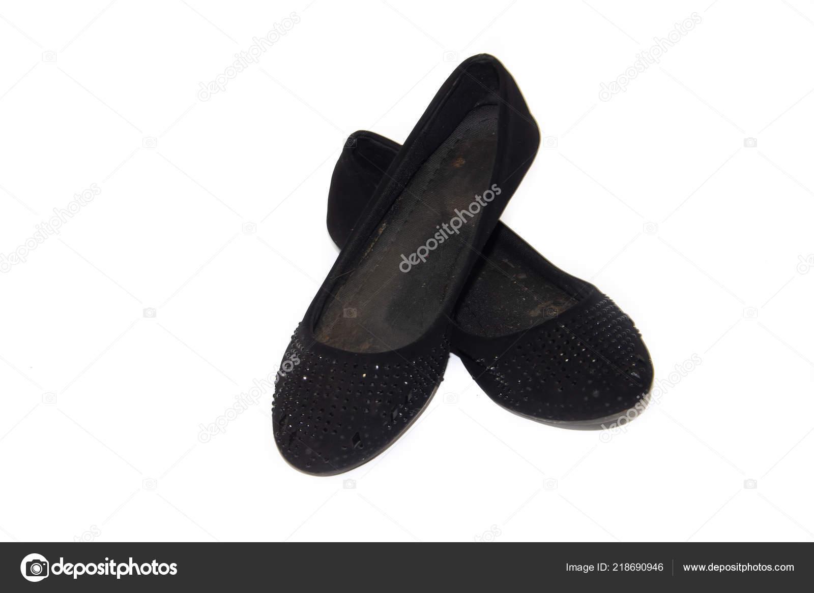 5800cabd5e Dámská obuv. Dámská letní obuv. Obchodní černé baleríny na bílém pozadí.  Boty bez podpatku. Pohodlné boty pro volný čas — Fotografie od ...