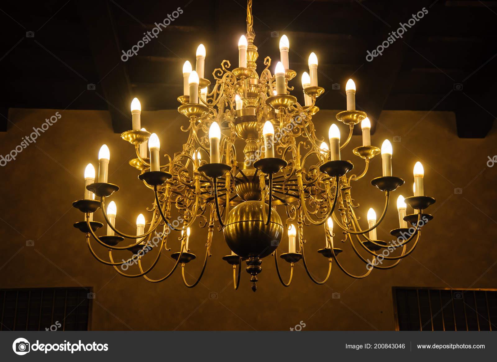 Lampade Da Soffitto Vintage : Vecchia lampada soffitto antico vintage luce candele che pende dal