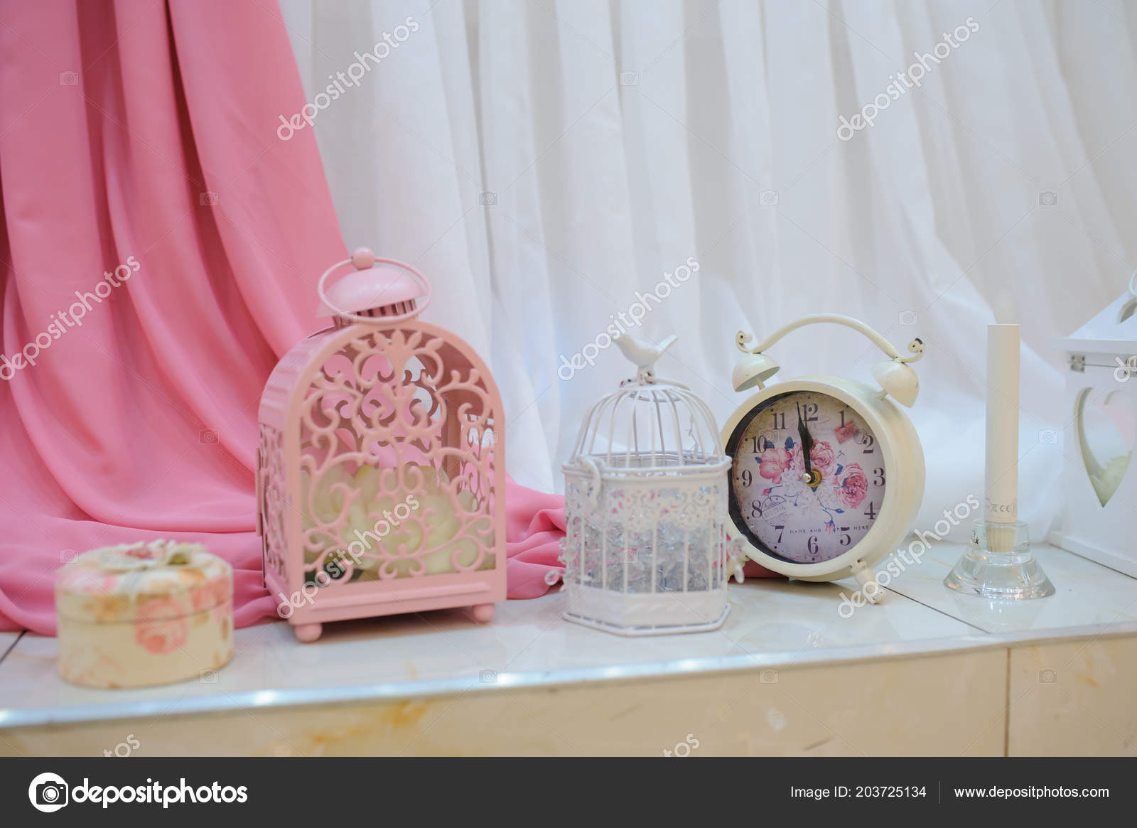 Wedding decoration pink elements watch bird cage candl stock photo wedding decoration pink elements watch bird cage candl fotografia de stock junglespirit Image collections