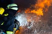 Hasič - hasiči hašení velký požár