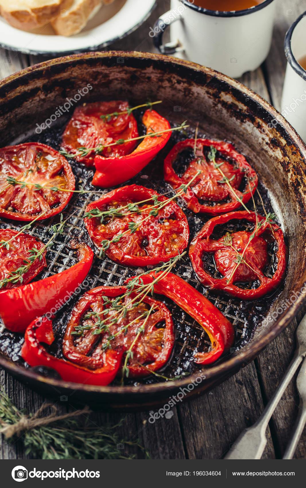 Tomates Cuites Au Four Au Thym Photographie Vell 196034604