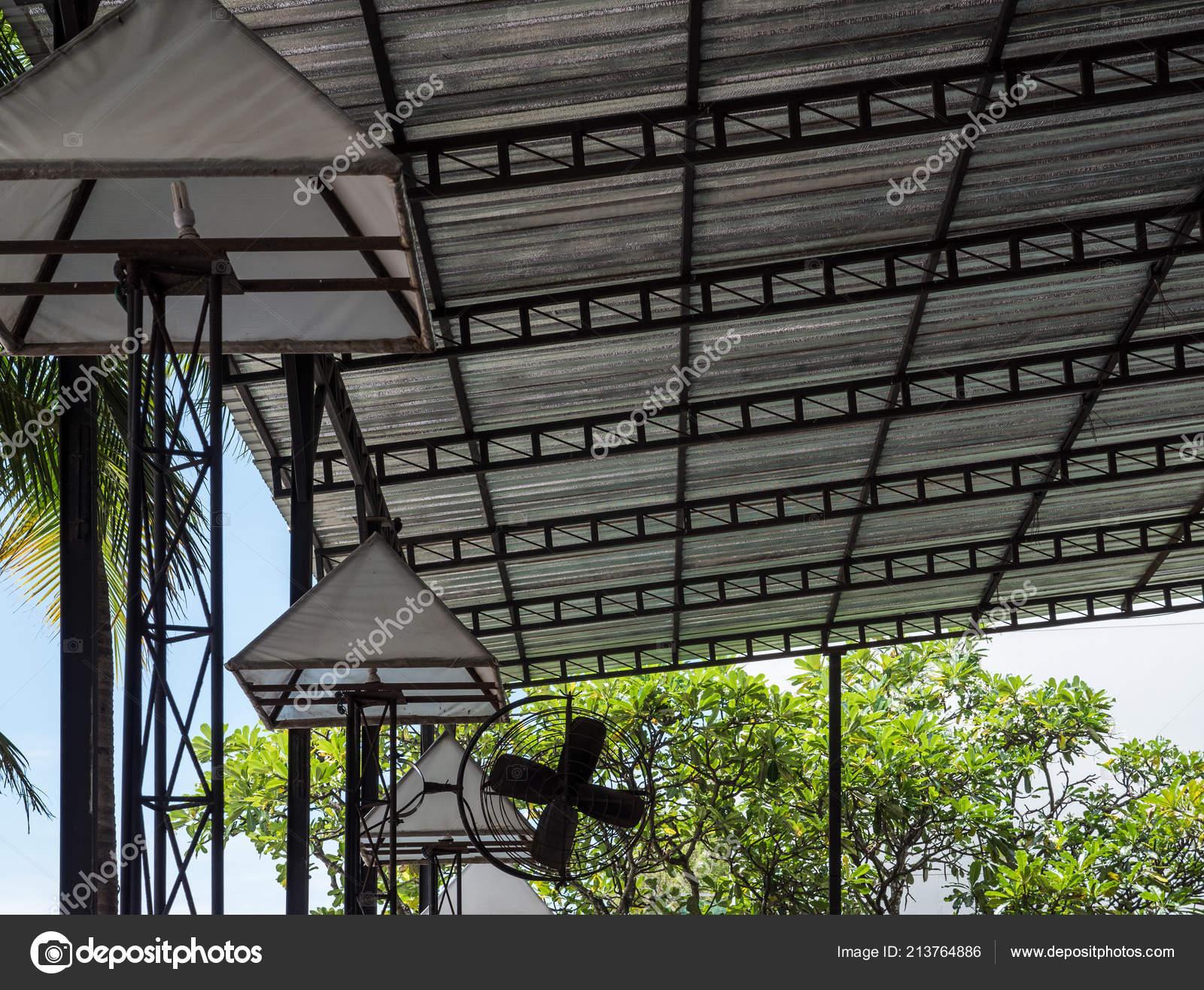Techo Chapa Con Aislamiento Metálico Terraza Restaurante