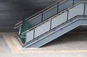 A modern lépcsőház, amely még nem üzemel.