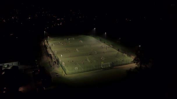 Osvětlené Astroturf hřiště pro fotbal školení a trénink